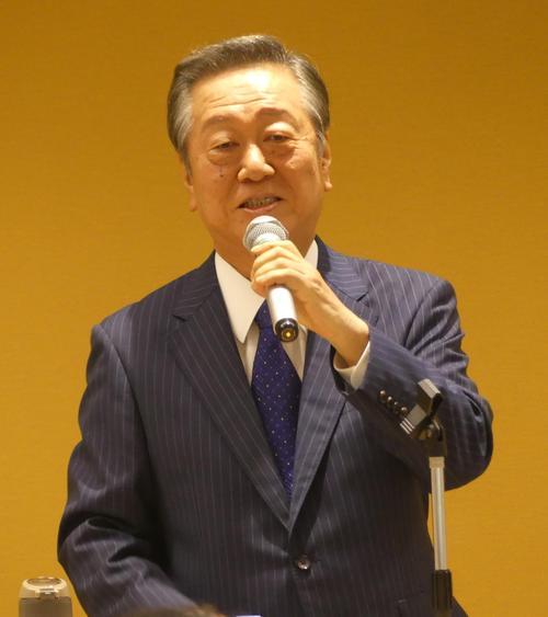 小沢氏「安倍3選は暑さでどうかした喜劇」自民批判