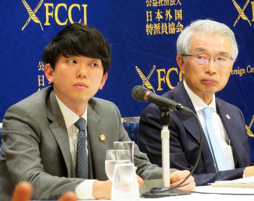 会見を開く小佐々奨弁護士(左)と弘中惇一郎弁護士(撮影・村上幸将)
