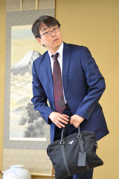 歴代最多タイの通算1433勝をかけた谷川浩司九段との対局で上座に座る羽生善治九段