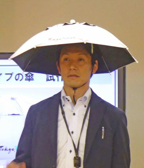 かぶる傘の拡大写真