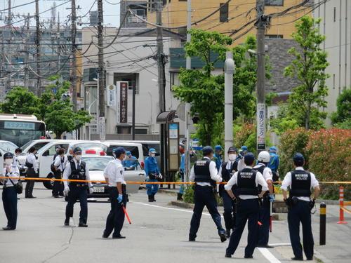 登戸駅の近くで小学生らが男に刺された現場(撮影・村上幸将)