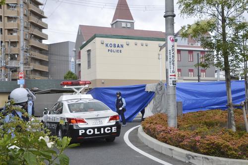 警察官が刺され拳銃が奪われる事件があった千里山交番周辺(共同)