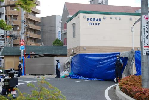 警官が刺され、拳銃が奪われた千里山交番(撮影・松浦隆司)