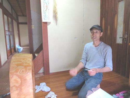 地震発生当時を振り返る小田吉重さん(撮影・村上幸将)