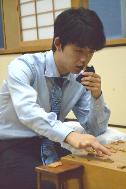 第69期大阪王将杯王将戦2次予選1回戦で佐藤康光九段を下した藤井聡太七段