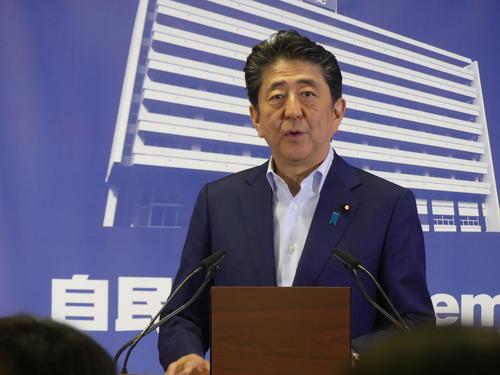 参院選結果を受けて自民党本部で会見する安倍晋三首相