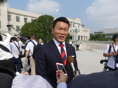 初登院した立憲民主党の須藤元気氏