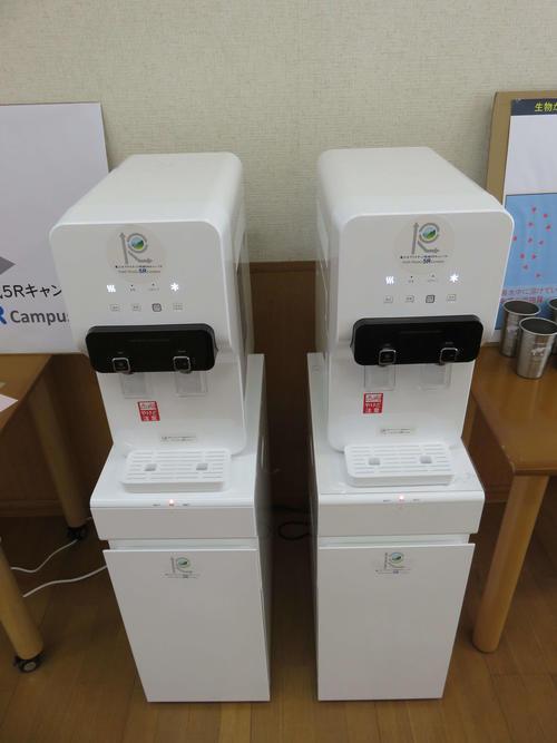 東京農工大ではマイボトルのための給水器を設置。生協ではマイバックや置きバックも推進する。