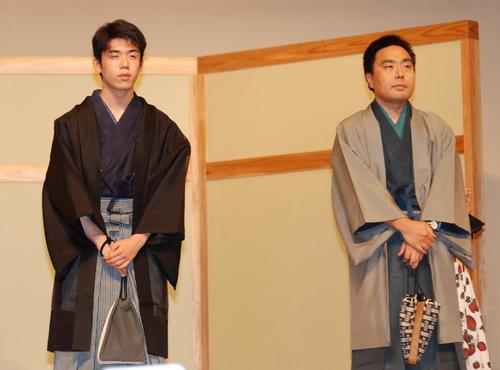 和装で公開対局に挑んだ藤井聡太七段(左)、三浦弘行九段(撮影・松浦隆司)