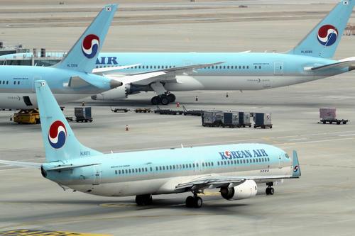 韓国・仁川空港の大韓航空機(共同)