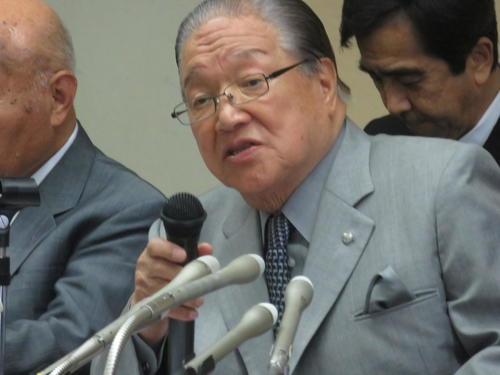 「ここは我々の聖地。命を懸けて反対する」と会見した藤木幸夫横浜港運協会会長