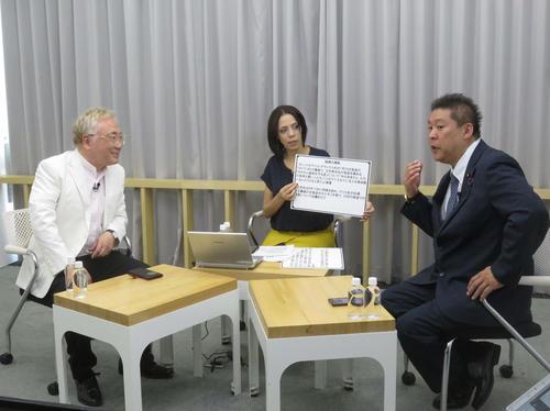 ニコニコ生放送で初の討論を展開したN国・立花孝志参院議員(右)と高須クリニック院長の高須克弥氏(左)、司会のフィフィ(撮影・大上悟)