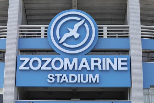 ZOZOマリンスタジアムの外観ロゴ(2017年3月18日撮影)