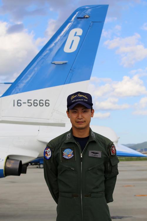 航空自衛隊ブルーインパルス6番機の佐藤貴宏1等空尉と愛機