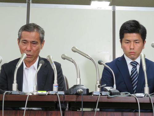 会見で涙ながらに語る上原義教さん(左)と松永真菜さんの夫(撮影・村上幸将)