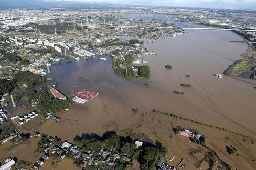 13日午前7時58分 台風19号の大雨で浸水した埼玉県川越市などにまたがる入間川流域(共同)
