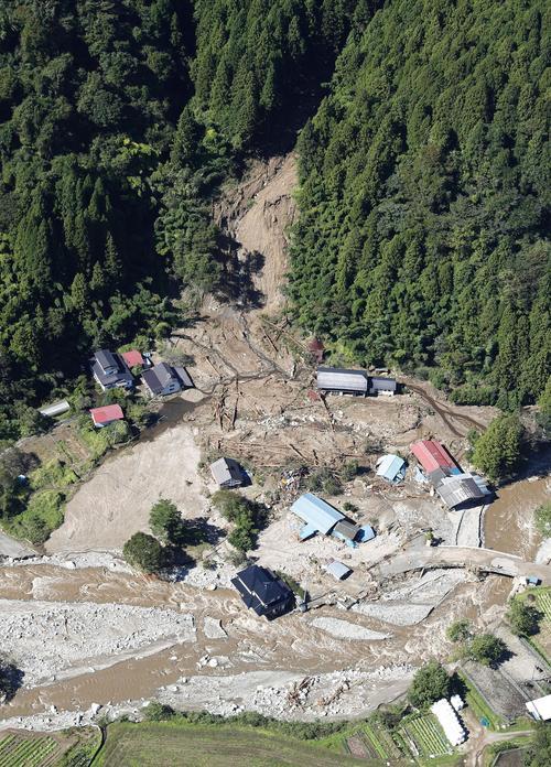13日午前11時11分 宮城県丸森町の土砂崩れ現場(共同)