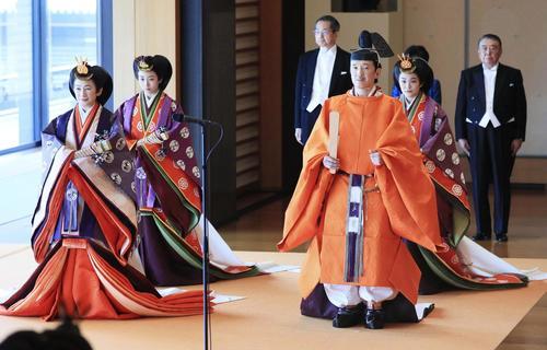 「即位礼正殿の儀」に臨まれる秋篠宮ご夫妻と眞子さま、佳子さま(共同通信代表撮影)