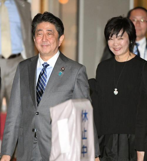 安倍晋三首相と昭恵夫人(2017年11月5日撮影)