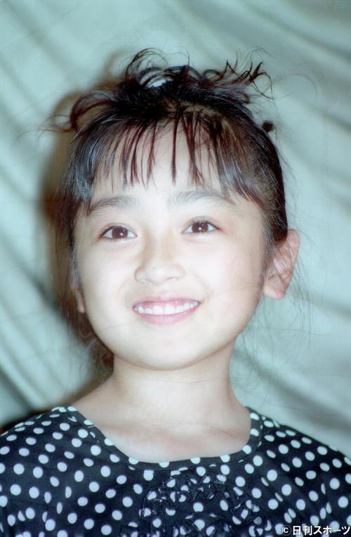 映画「REX恐竜物語」の公開初日でかわいい笑顔をふりまく安達祐実(93年7月)