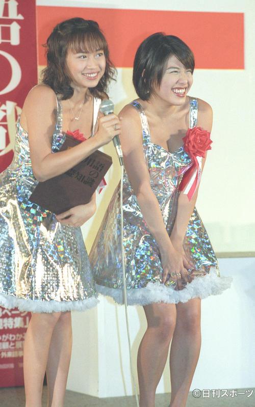 1998年日本新語・流行語大賞授賞式に出席したパイレーツ。左から浅田好未、西本はるか