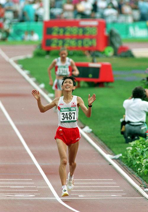 1996年アトランタ五輪女子マラソンでゴールする有森裕子