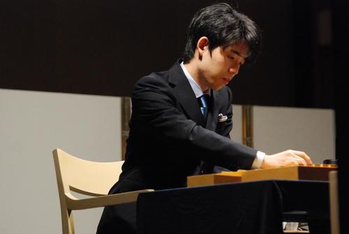 名古屋市内で行われた将棋イベントの特別対局に藤井聡太七段(撮影・松浦隆司)