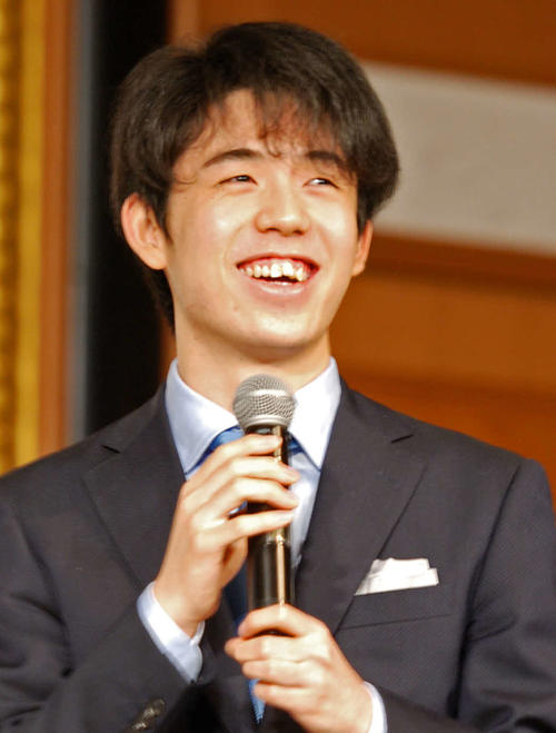 名古屋市内で行われた将棋イベントに参加した藤井聡太七段(撮影・松浦隆司)