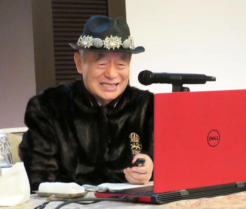会見で初孫の誕生を公表し、満面の笑みを浮かべるドクター・中松氏(撮影・村上幸将)