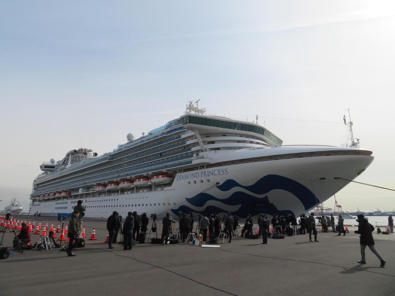 世界各国から報道陣が集まった、ダイヤモンド・プリンセスが接岸する横浜・大黒ふ頭