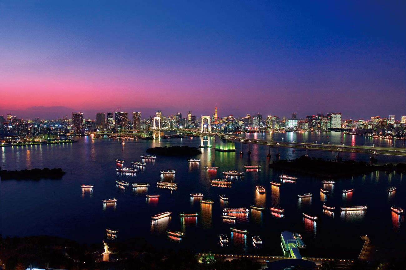 東京湾を周遊する屋形船が停泊し、乗客が食事などを楽しむポイントとなっている東京・台場(屋形船東京都協同組合提供)
