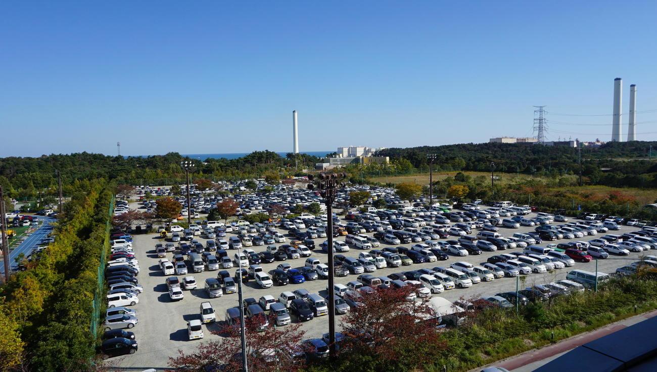 東日本大震災発生後に福島第1原発事故の対応拠点となり、駐車場となったJヴィレッジ3番ピッチ(Jヴィレッジ提供)