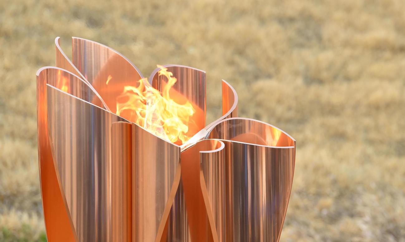 聖火皿へ点火された復興の火(撮影・横山健太)