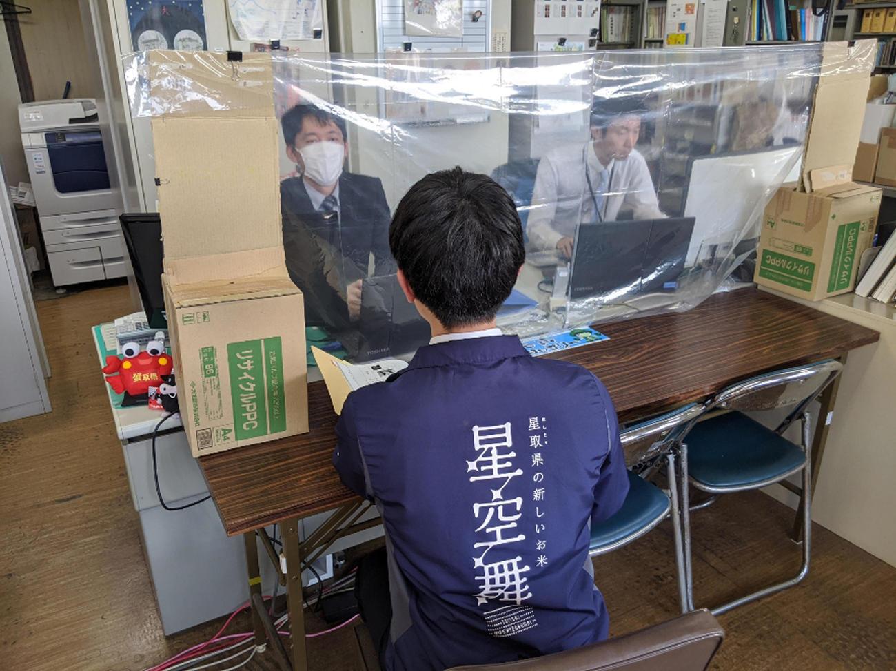 鳥取県庁の鳥取型オフィスシステム様子