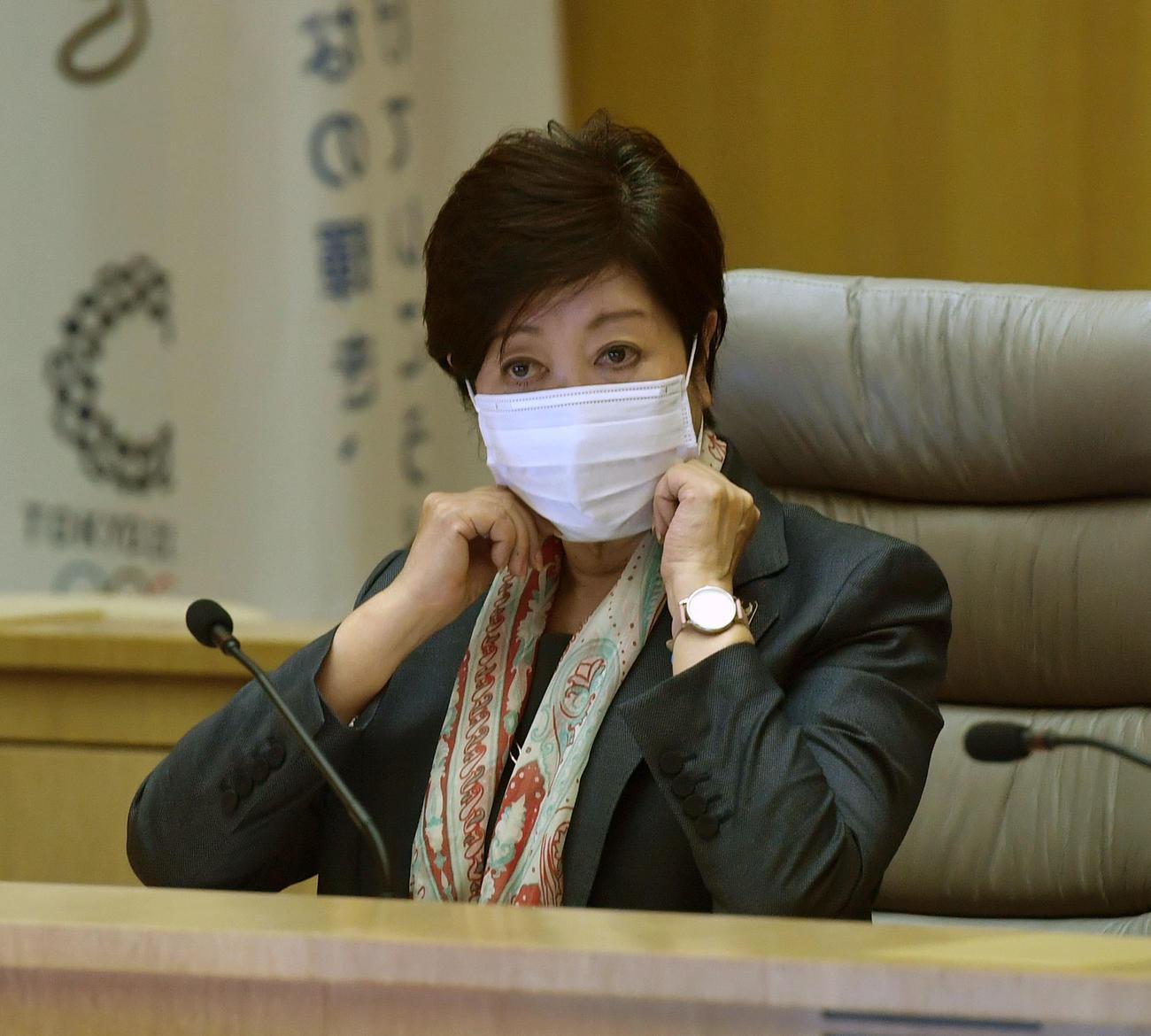 東京都新型コロナウイルス感染症対策本部会議に出席する小池都知事(撮影・柴田隆二)