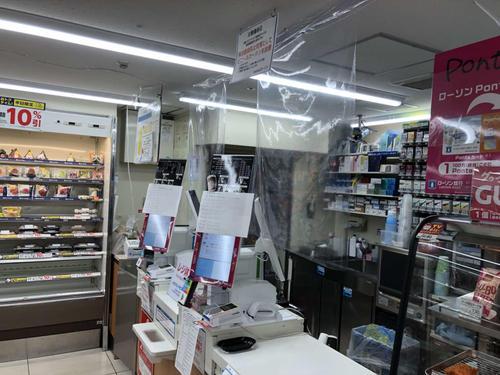 シート レジ ビニール 店員と客の間に透明シート セブンやローソンで感染防止