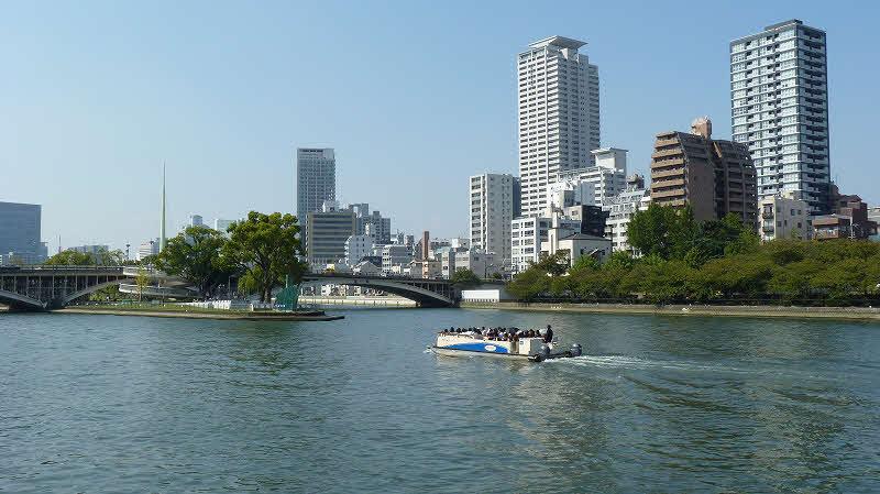 水上バス(大阪水上バス株式会社提供)