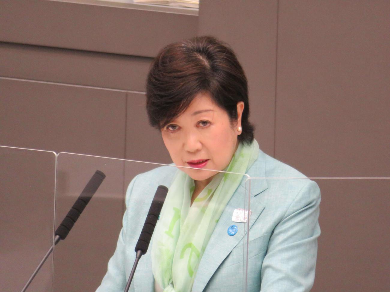 東京都議会にて答弁する、小池百合子知事(撮影・小早川宗一郎)