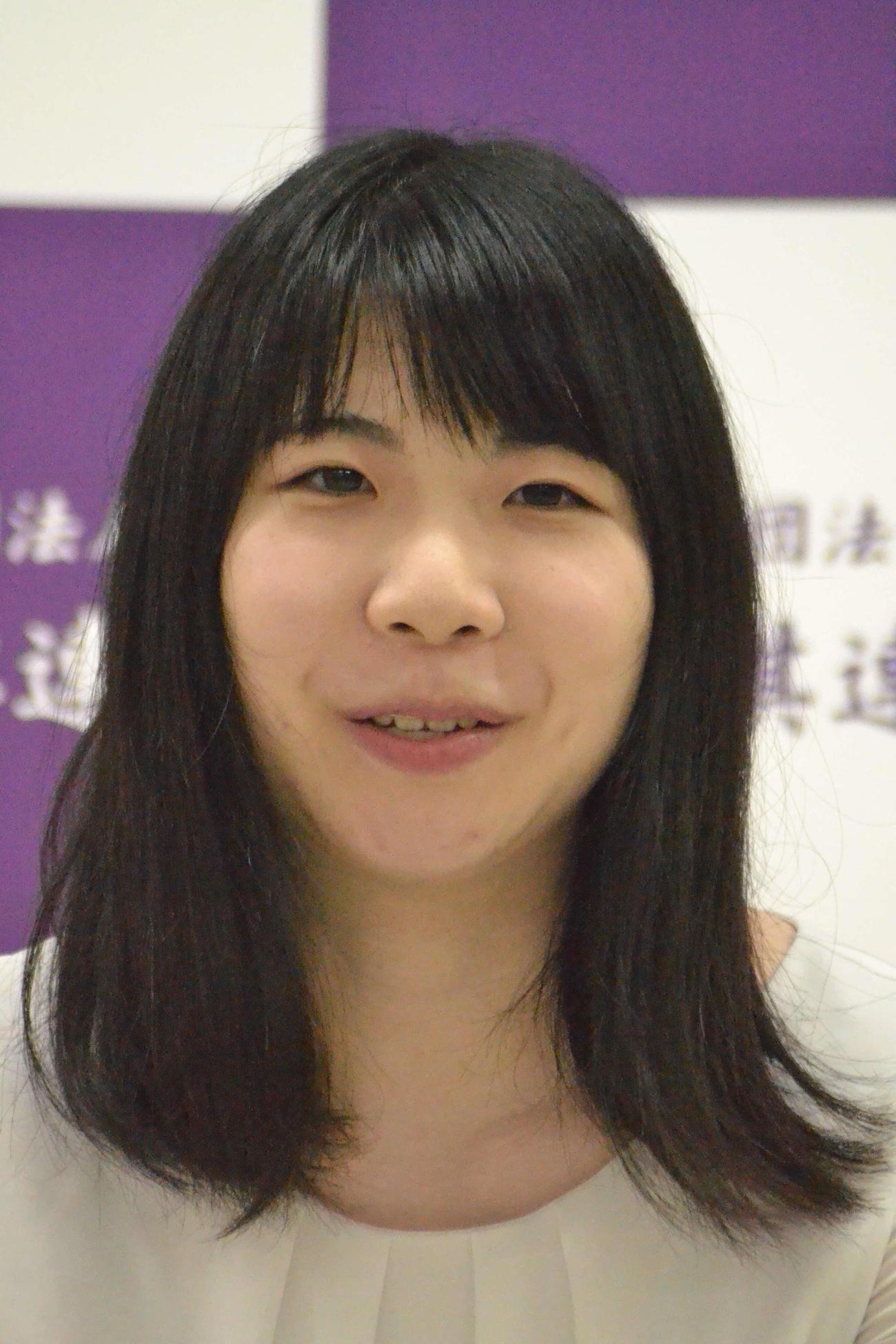加藤桃子女流三段の挑戦を退けてマイナビ女子オープン3連覇を果たした西山朋佳女王