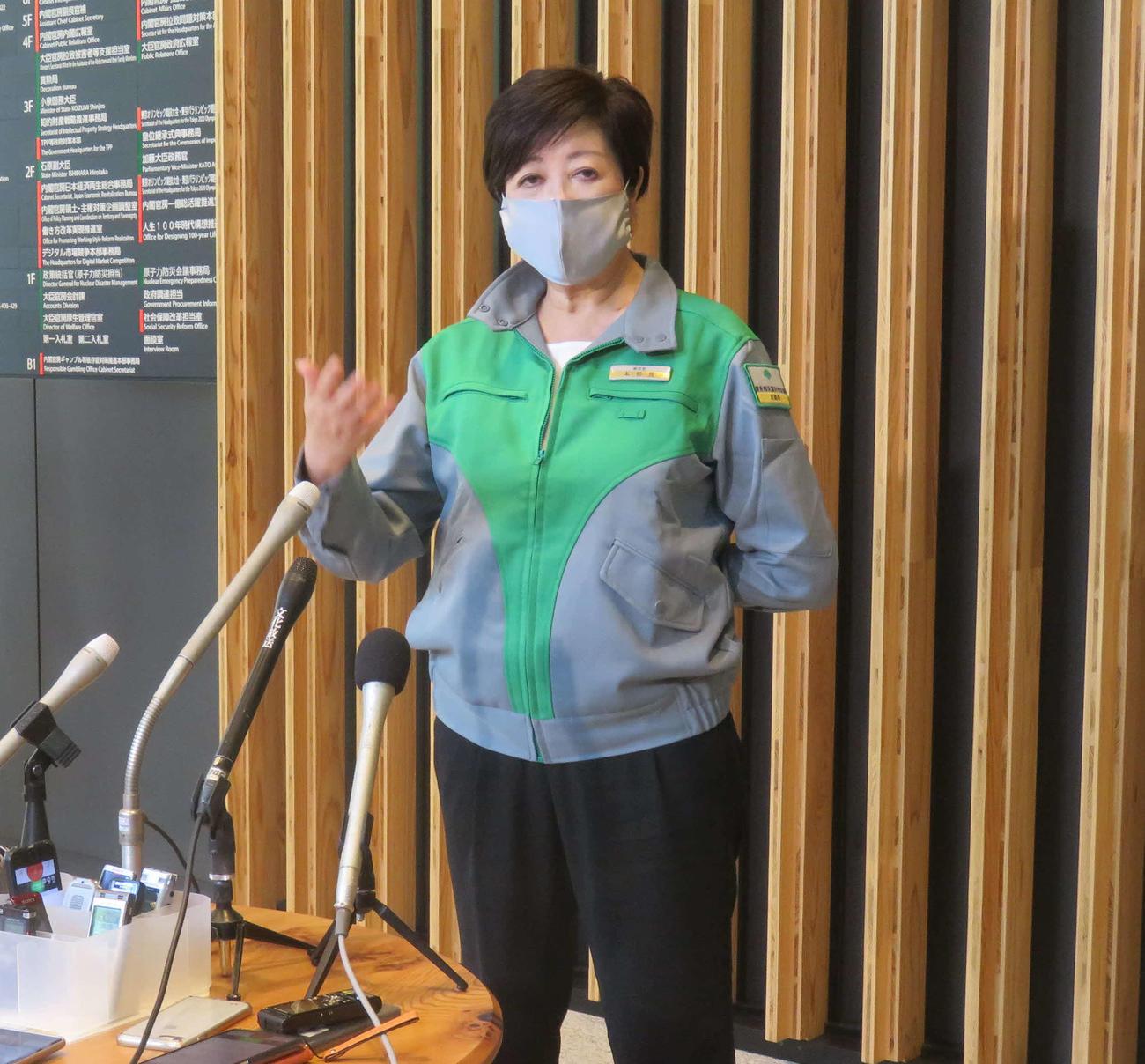 小池百合子都知事は西村経済再生相と夜の繁華街での新規感染者対策について初の協議を行い、会見した