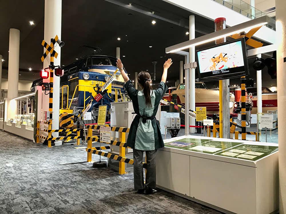 人感センサーで動く踏切(京都鉄道博物館提供)