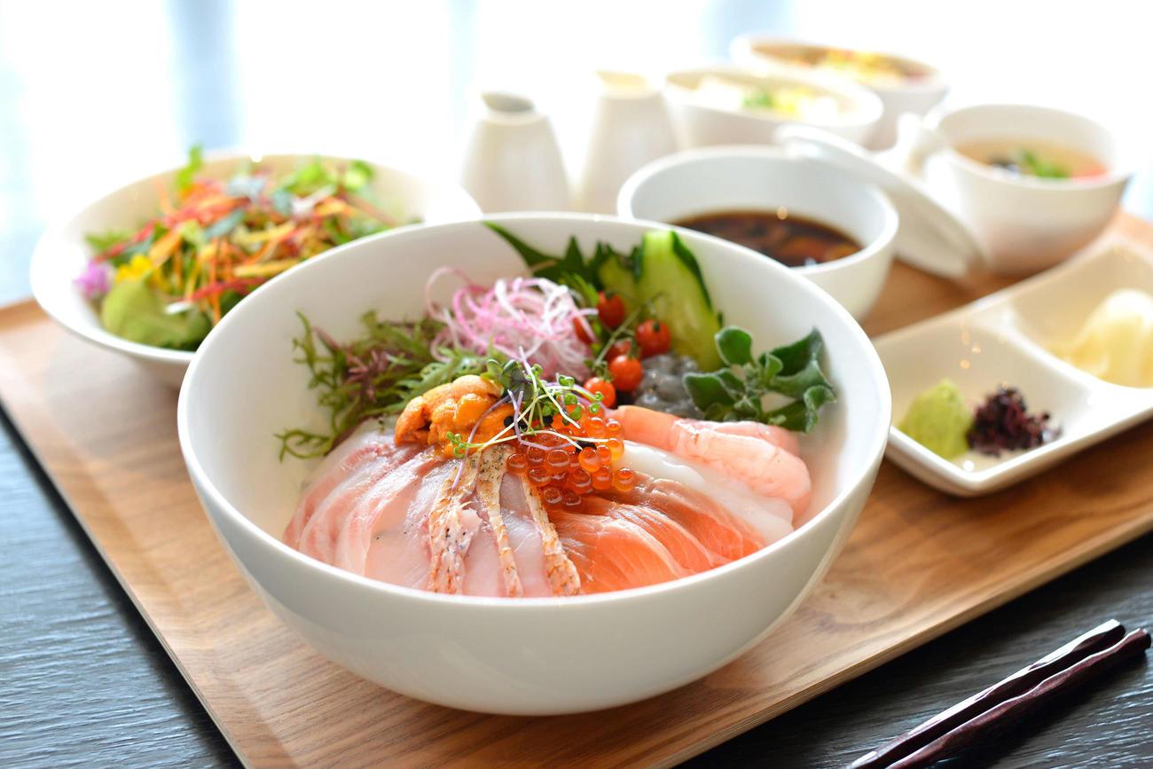 藤井聡太七段と木村一基王位が昼食に注文した「三河鮮魚の海鮮丼」(日本将棋連盟提供)