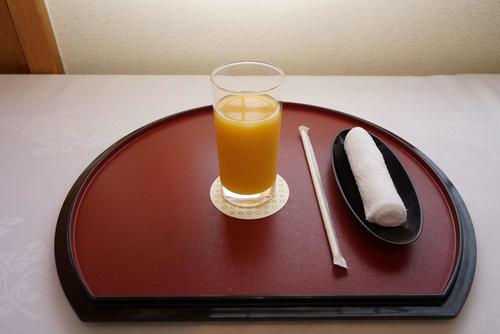 2日目午後の藤井七段のおやつはオレンジジュース(日本将棋連盟提供)