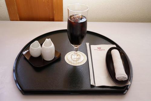 木村王位の2日目午前のおやつはアイスコーヒー(日本将棋連盟提供)