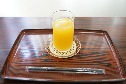 第91期棋聖戦5番勝負第4局、午前のおやつとして藤井聡太七段が注文したオレンジジュース(日本将棋連盟提供)
