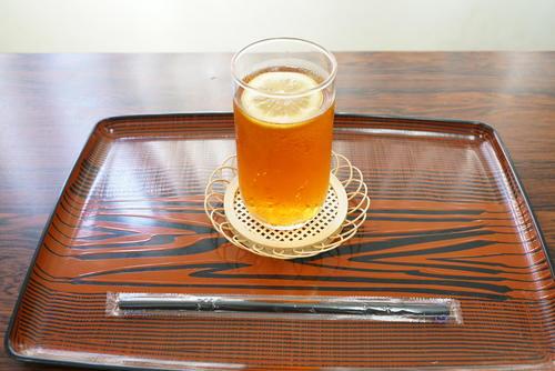 藤井聡太七段が午後のおやつに注文した「アイスティー」(日本将棋連盟提供)