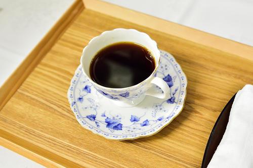 木村一基王位が午前おやつタイムに注文したブレンドコーヒー(ブラック)(日本将棋連盟提供)