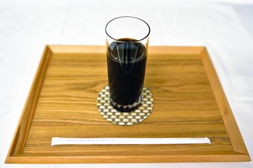 木村一基王位が午前のおやつタイムに注文したアイスコーヒー(ブラック)(日本将棋連盟)