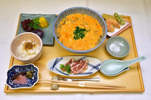 木村一基王位が昼食に注文した「玉子とじそば膳」(日本将棋連盟)