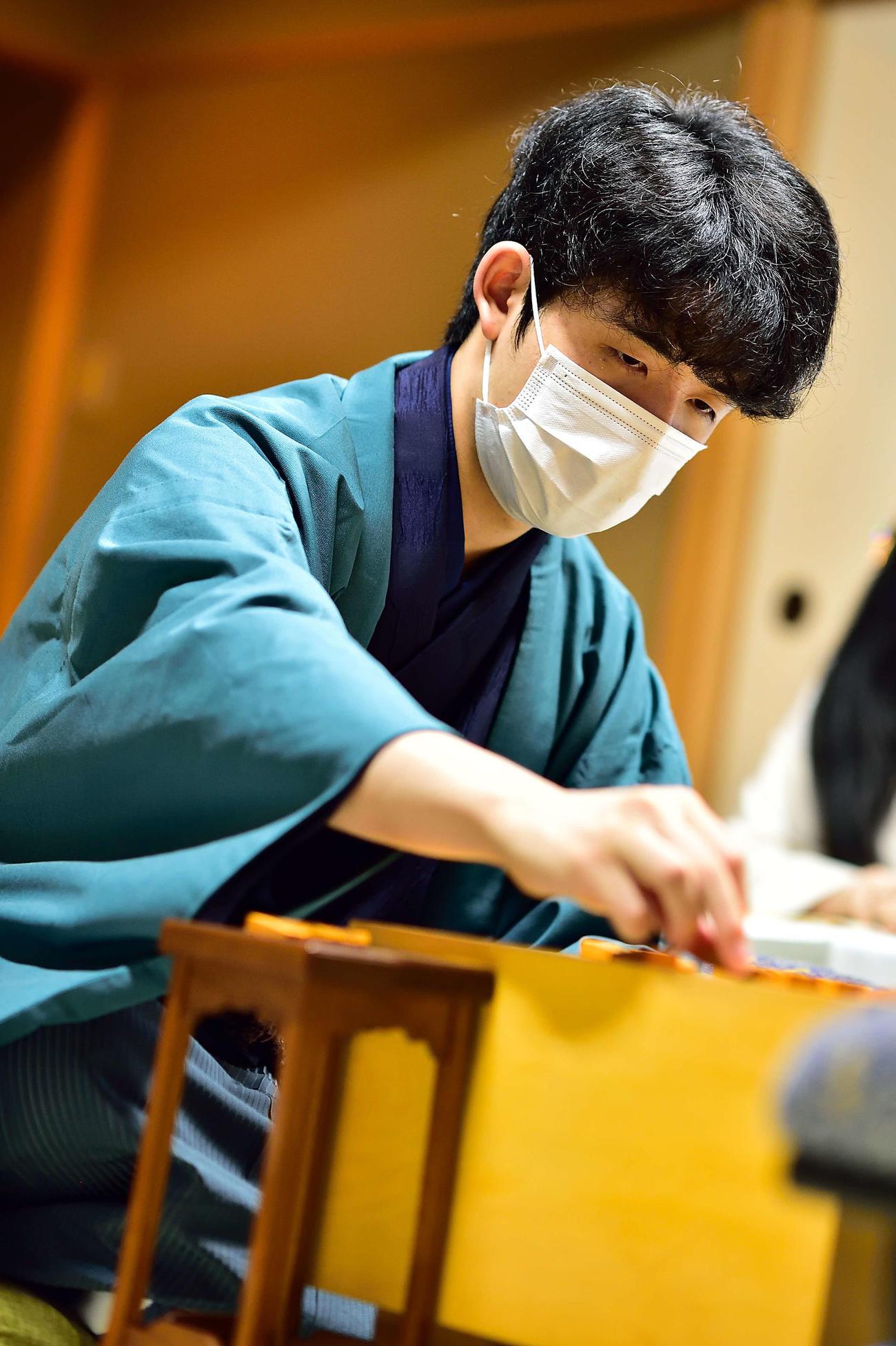 第61期王位戦7番勝負第3局を制し、タイトル獲得まであと1勝とした藤井聡太棋聖